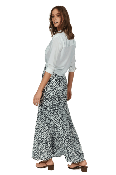 VW202048_VW202055_3-SOLID-KNOT-BLOUSE